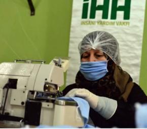Türkiye'ye vefa borcu için maske üretiyorlar