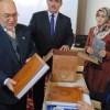 Görme engellilere kabartmalı Kur'an-ı kerim hediye edildi